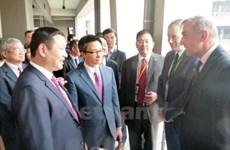 Le vice-Premier ministre Vu Duc Dam visite la zone de hautes technologies de Hoà Lac