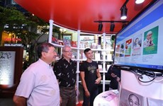 Une bibliothèque de livres électroniques sur l'Oncle Hô à Hô Chi Minh-Ville