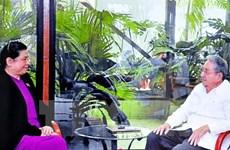 Le 1er secrétaire du Parti communiste cubain reçoit la vice-présidente de l'AN Tong Thi Phong