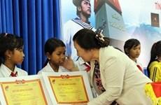 120 bourses d'études aux élèves des ethnies minoritaires et des régions maritimes et insulaires