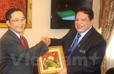Le Secrétaire général du Parti UMNO salue ses relations avec le Vietnam