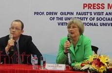 La présidente de Havard rencontre les étudiants de l'Université nationale de Ho Chi Minh-Ville