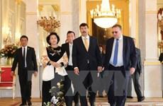 Entrevue entre la présidente de l'AN vietnamienne et le président hongrois