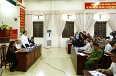 Le président du Comité populaire de Hanoï dialogue avec les habitants de Dong Tam
