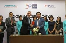 La BAD accorde les soutiens financiers aux banques An Binh et Tiên Phong