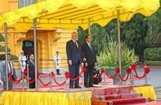 Le président tchèque débute sa visite d'Etat au Vietnam