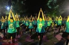 Hanoï: un millier de personnes participent à une représentation de Yoga