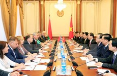 Le président Tran Dai Quang rencontre des dirigeants biélorusses