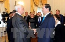 Le président Tran Dai Quang rencontre le gouverneur de Saint-Pétersbourg