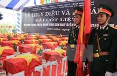 Cérémonie en mémoire des héros morts pour la Patrie dans l'offensive à l'aéroport de Bien Hoa