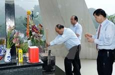 Le PM rend hommage aux soldats du régiment 52 Tay Tien à Son La