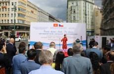 Une exposition photographique sur le Vietnam en R. tchèque