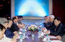 Renforcement de la coopération entre les deux comités de paix Vietnam-Laos
