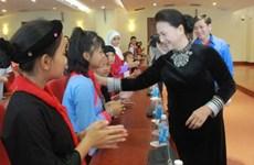 La présidente de l'AN rencontre des enfants issus des minorités ethniques