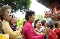 Une délégation de Viet kieu en Thaïlande en visite au Vietnam