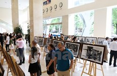 Expo photo sur le dirigeant de la révolution cubaine Che Guevarra à Hanoï