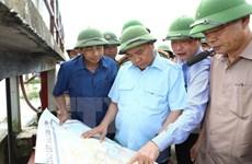Le PM Nguyên Xuân Phuc dirige le travail de lutte contre les crues à Ninh Binh