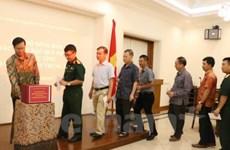 Soutien des Vietnamiens en Indonésie pour les sinistrés des crues