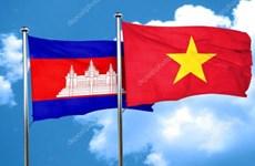 Remise d'émetteurs d'ondes radioélectriques financés par le Vietnam au Cambodge