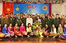 Rencontre entre des volontaires et experts militaires vietnamiens en mission au Laos