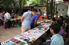 Le marché des pierres précieuses à Hanoi