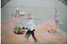 « Souvenirs de Hanoi » sur les voûtes du viaduc de la rue Phùng Hung