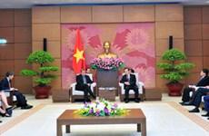 Le vice-président de l'AN Phung Quôc Hiên reçoit le vice-président du groupe Exxon Mobile