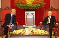 Le secrétaire général Nguyen Phu Trong reçoit le président américain Donald Trump