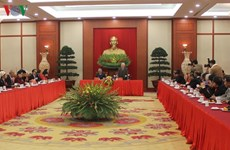 Le secrétaire général Nguyen Phu Trong rencontre des figures illustres des minorités ethniques