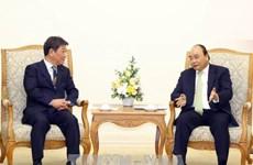 Le PM Nguyen Xuan Phuc reçoit le ministre japonais de la de la Revitalisation économique