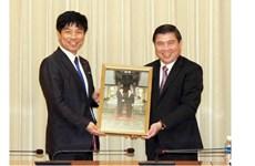 Le vice-ministre japonais des AE en visite de travail à Hô Chi Minh-Ville