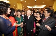 Le secrétaire général du PCV reçoit des Viet kieu