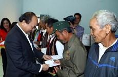 Le PM présente des cadeaux Tet aux ménages ethniques pauvres de Dak Nong