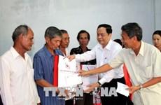 Le président de FPV offre des cadeaux du Tet à Soc Trang