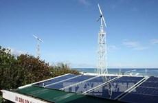 Entretien du réseau d'énergies solaire et éolienne à Truong Sa