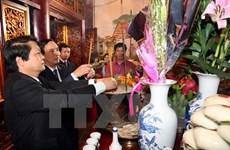 Au jour de l'an, plus de 10.000 personnes se sont rendues au temple des rois Hùng