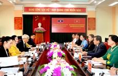 Une délégation du CC du Front d'édification nationale du Laos à Tuyen Quang