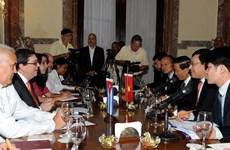 Entretien entre Pham Binh Minh et le chef de la diplomatie cubaine