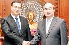 Le secrétaire du Comité du Parti pour HCM-Ville reçoit l'ambassadeur d'Israël