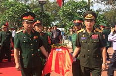 Nghe An : inhumation des restes de volontaires tombés au Laos