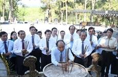 Le Premier ministre Nguyen Xuan Phuc rend hommage aux Morts pour la Patrie
