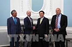 Le vice-PM Vuong Dinh Hue rencontre des entreprises américaines