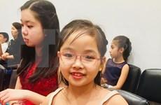 Une petite fille vietnamienne de 7 ans remporte un concours international de piano à New York
