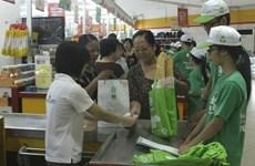 Sacs en plastique: changer les habitudes des consommateurs