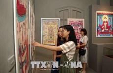 Exposition des peintures folkloriques du Vietnam à Hanoï