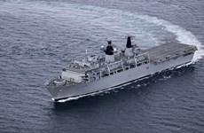 Le navire d'assaut amphibie HMS Albion de la Marine royale britannique à HCM-Ville