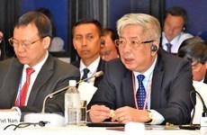 Le vice-ministre de la Défense Nguyen Chi Vinh rencontre ses homologues sud-coréen et canadien