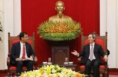 Nguyen Van Binh travaille avec des représentants de Facebook, Apple et Coca Cola