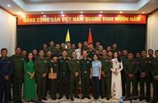 Échange des expériences entre les jeunes officiers vietnamiens et birmans