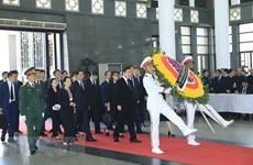 Plusieurs délégations étrangères rendent hommage au président Tran Dai Quang